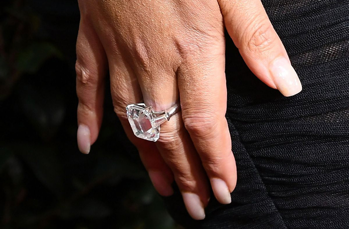 Το μονόπετρο δαχτυλίδι με διαμάντι της Mariah Carey